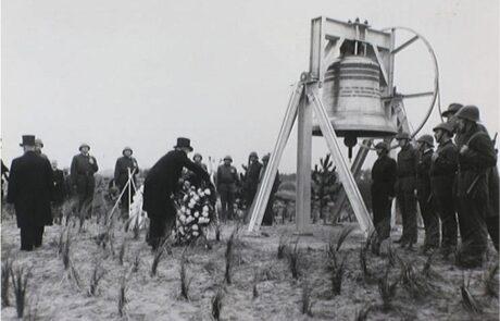 30 april 1959: officiële overdracht van de bourdonklok